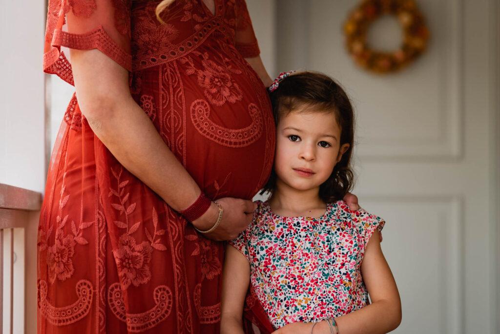 Fotoshooting Schwangerschaft mit Kindern ausserhalb von Zürich