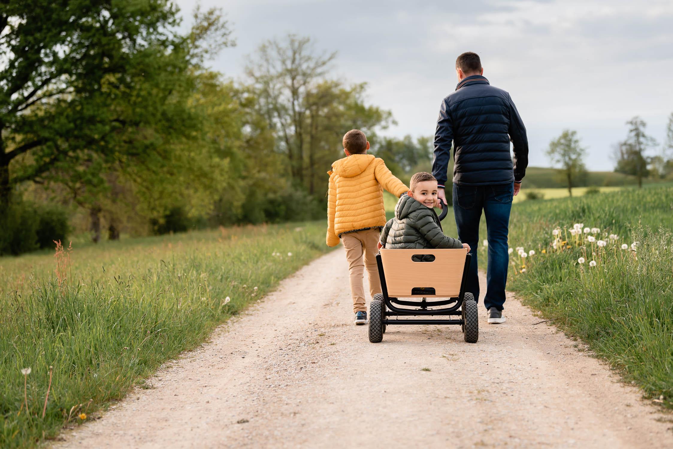 Familienfotos im Frühling Rapsfeld Oberglatt